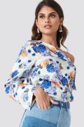 Andrea Hedenstedt x NA-KD One Shoulder Folded Blouse - Multicolor