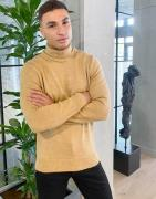 New Look roll neck heavy knit jumper in camel-Stone